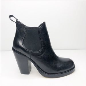 NWOB Seychelles Black Leather Chelsea Boot